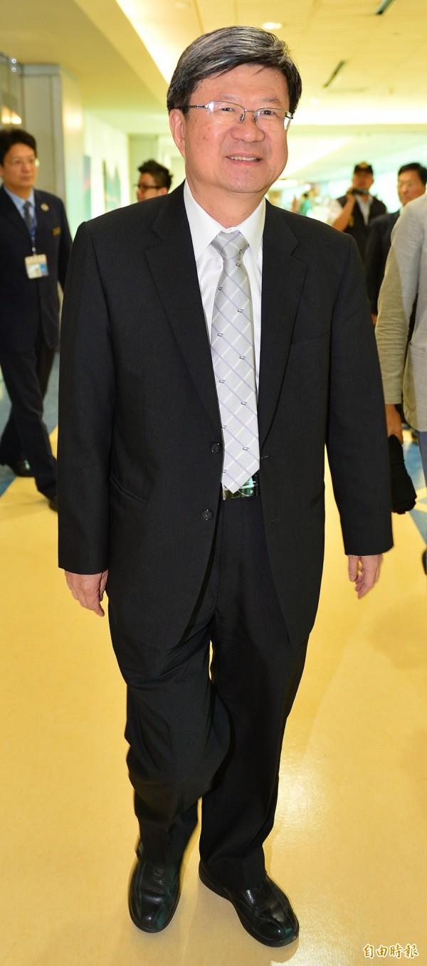 教育部長吳思華結束訪問法國行程返台,他希望在課綱的有爭議的議題上,可以透過理性的討論來解決。(記者姚介修攝)
