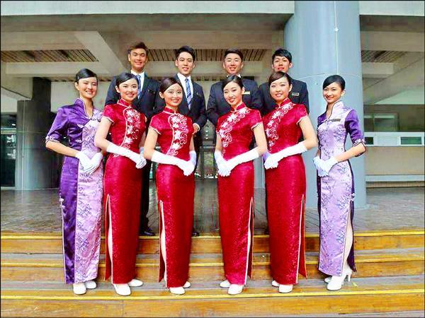 中國醫大紫薔薇親善大使學生入選國慶大接待團之列。(圖由中國醫大提供)