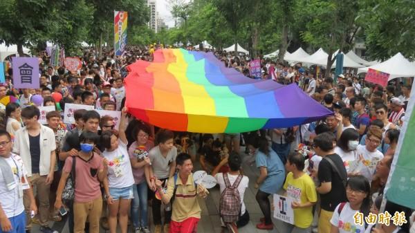 21日,台中市政府函文衛福部解釋,宣示同性伴侶可簽署醫療手術同意書。(資料照,記者蘇金鳳攝)