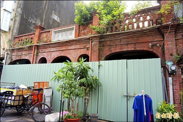桃園區新民老街上的楊氏家廟有近百年歷史,可望登錄為桃園市歷史建築。(記者林近攝)