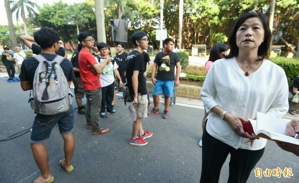 學生代表強調,教育部次長林思伶(右)雖然到了活動現場,卻未與學生直接溝通。(記者劉信德攝)