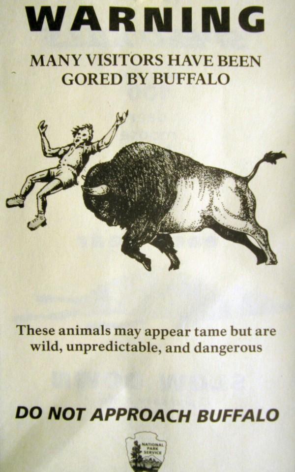 黃石公園的警告標示。(美聯社)
