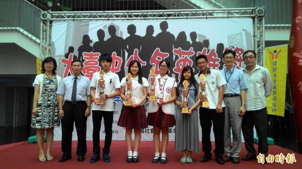 台電與群園基金會首辦「第一屆大台中少年英雄獎」,並於今天舉行頒獎。(記者蘇金鳳攝)