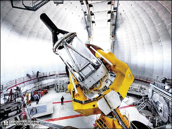 中研院參與的國際大型巡天計畫SPIROU,基地位在夏威夷毛納基峰,最新研發的「紅外線極化光譜儀」就裝在「加法夏望遠鏡」內。(中研院天文所/加法夏望遠鏡SPIROU計畫辦公室提供)