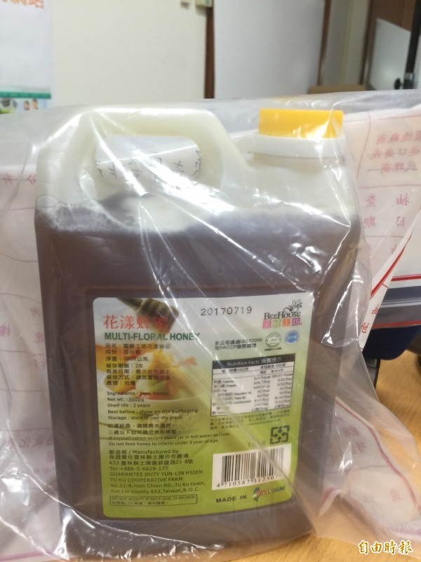 50嵐自主送驗蜂蜜含抗生素,全面下架產品。 (記者黃文鍠攝)