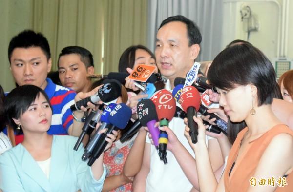 國民黨主席朱立倫針對教育部提告學生,未表態是否贊成。(記者陳韋宗攝)