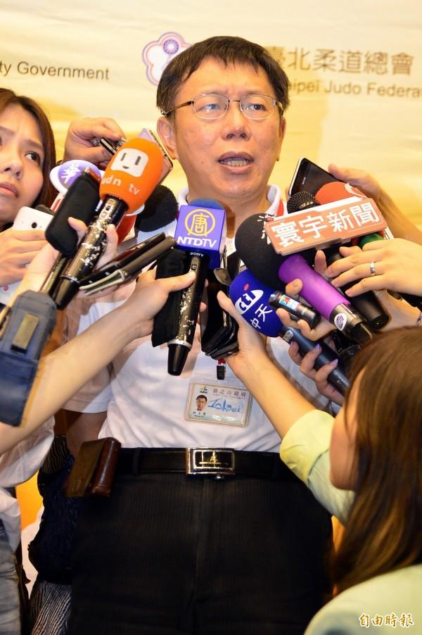 台北市長柯文哲今被問及是否懲處張奇文時說,他這次不會懲處張,因他寧可善意解釋為,張沒規則可循,「不教而殺謂之虐。」(記者王藝菘攝)