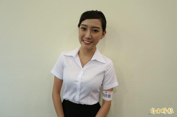 曾登上ptt表特版,也是今年實踐大學月曆中的4月正妹的鄭詩璇,今天也現身在遠航空姐招募考生列中。(記者甘芝萁攝)