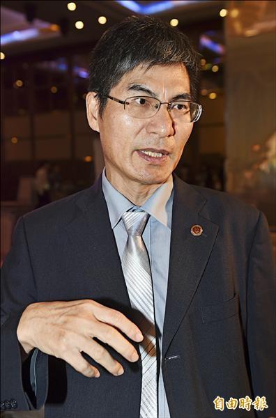 台灣大學副校長陳良基昨天出席第十五屆旺宏金矽獎頒獎典禮,他受訪時表示,教育部日前指揮警方逮捕記者「非常可惡」,嚴重戕害新聞自由,社會應群起攻之。(記者簡榮豐攝)