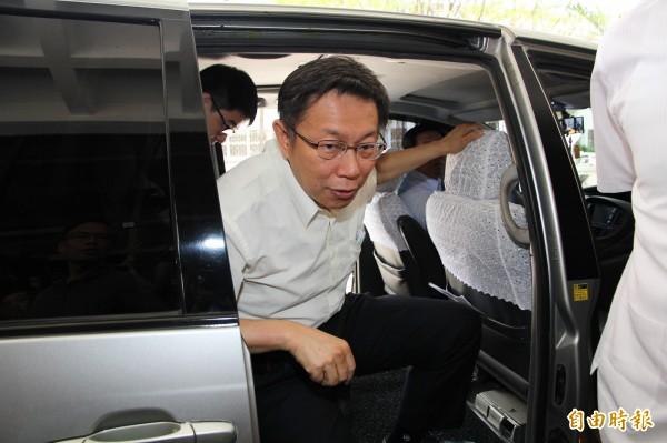 台北市長柯文哲今天下午至北檢應訊,堅持不對媒體發言。(記者謝君臨攝)