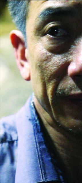 在東莞當保安的梁華,多年前因看到3名小偷竊取手機,義無反顧抓住其中2人並交給警方。不料竊賊獲釋後竟將他女兒綁走並毆打、輪姦,還被割去耳朵的一塊並強塞臭蟲。(圖擷自網路)