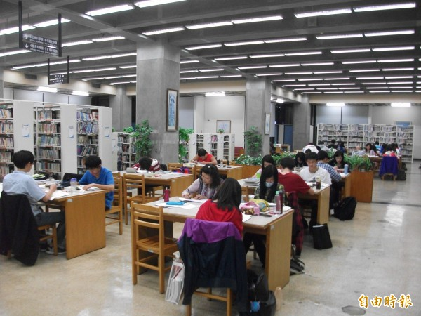 市府決定要交給民眾決定,是否圖書館可以玩遊戲。(資料照,記者涂鉅旻攝)