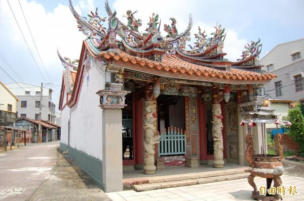 台南市定古蹟新營通濟宮媽祖廟,是鐵線橋信仰中心,見證鐵線橋發展歷史。(記者楊金城攝)