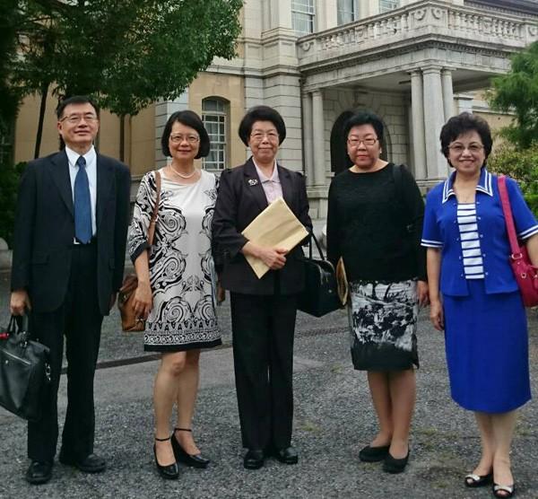監察院長張博雅(中)與監察委員包宗和(左一)、王美玉(左二)、江綺雯(右一)、陳小紅(右二)。(監察院提供)