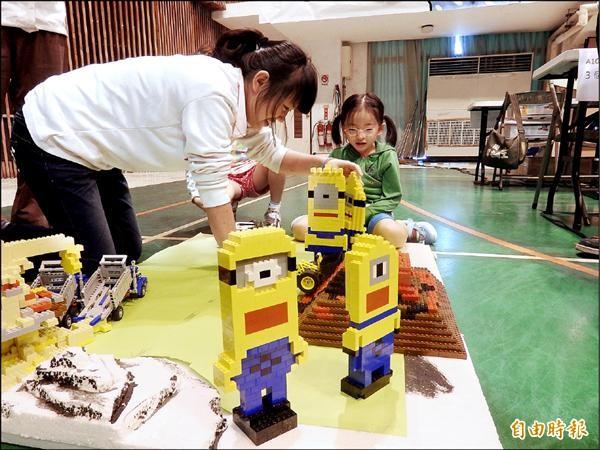 全國創意機器人暨南投縣校際盃大賽,來自國姓鄉的北梅國中以小小兵採蕉獲得創意組冠軍。(記者劉濱銓攝)