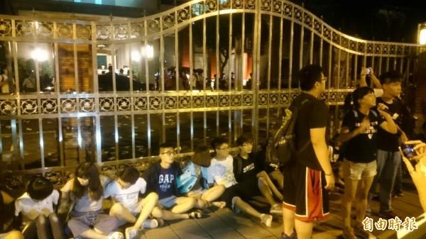 反課綱學生佔據立法院。(記者王冠仁攝)