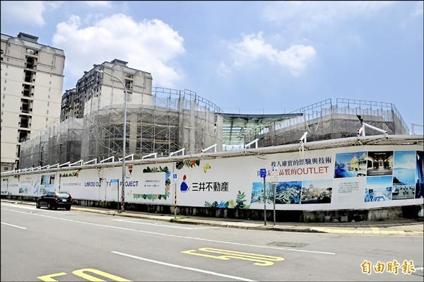 北台灣最大Outlet購物商城「三井林口Outlet Park」目前正加緊趕工中,預計最快明年初開幕。(記者郭顏慧攝)
