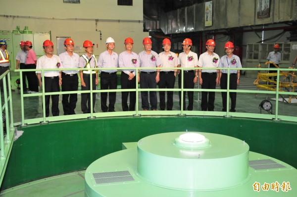 大甲溪電廠青山分廠一、二號機組重生啟用。圖前為二號機組。(記者李忠憲攝)