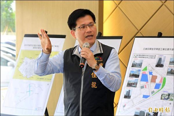 市長林佳龍昨天視察中清路乙種工業區,表示將採市地重劃,吸引廠商進駐開發。(記者蘇金鳳攝)