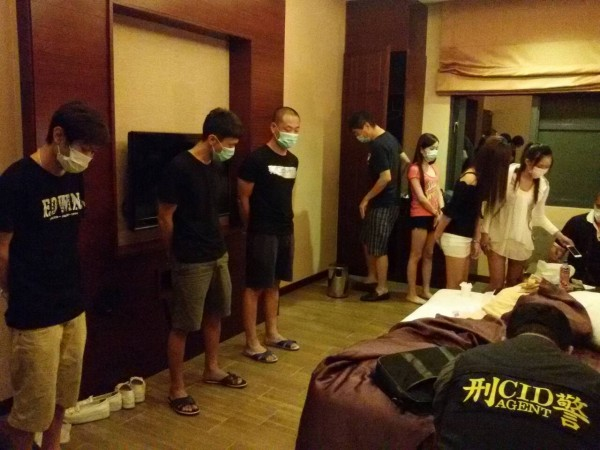 4男3女在汽車旅館開毒趴遭警查獲。(記者黃佳琳翻攝)