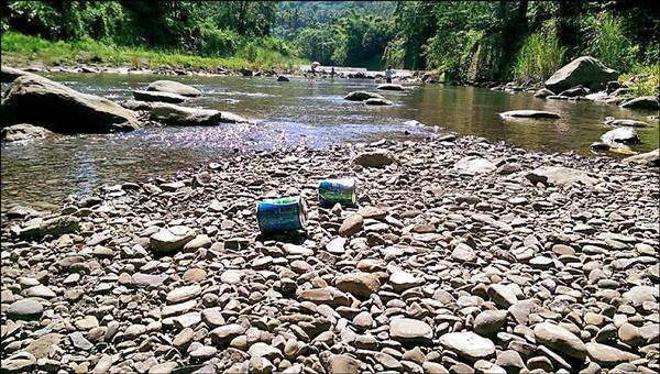 有民眾發現美濃黃蝶翠谷才淨山完沒幾天,又被遊客亂丟垃圾。(民眾邱先生提供)