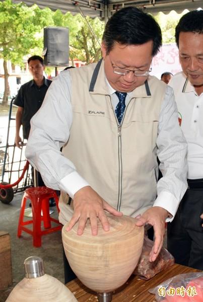 市長鄭文燦參與大溪文藝季。(記者林近攝)