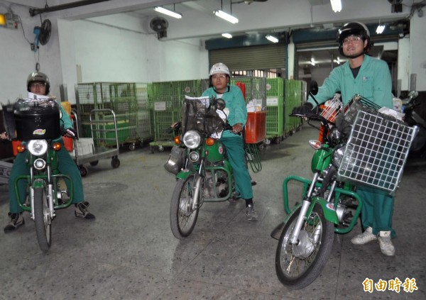 中華郵政公司規劃在今年10月招考2080人,月薪3萬元起來徵才。(資料照,記者李容萍攝)