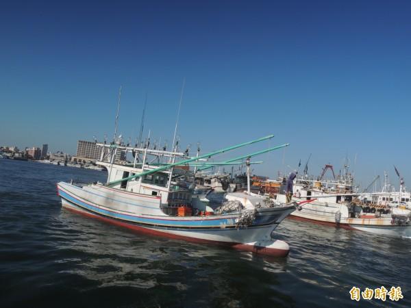 中國漁船變身後混入我國漁船,根本無法分辨。(記者劉禹慶攝)