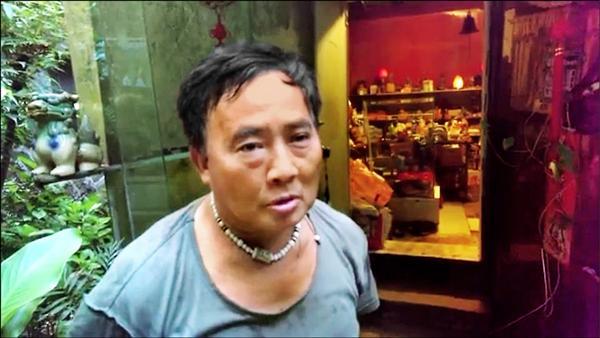涉嫌開車闖入營區的高寶山嗆軍人太散漫,他這樣做是在測試衛兵有沒有摸魚。(記者林嘉東翻攝)