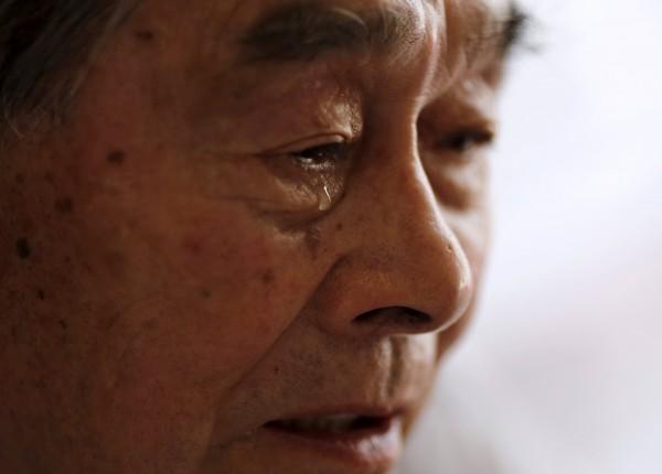 在原爆後協助照顧傷患的木幡義輝,至今都難以忘記,傷患因沒有麻醉而一直尖叫,以及當時協助把遺體搬運到山上安葬的情景,至今他只要一想起這些仍會忍不住落淚。(路透)