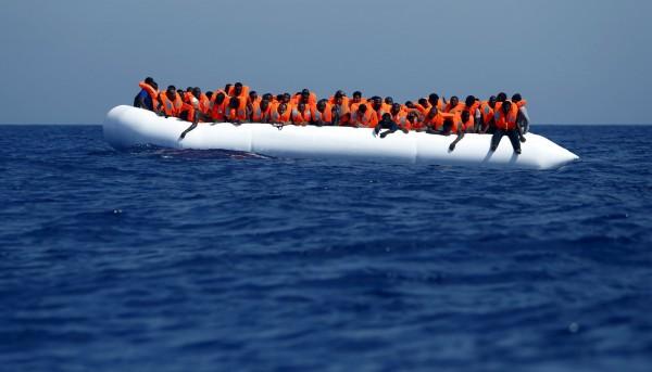 地中海頻傳難民船翻覆意外,至今已有超過2000人死亡。圖非本次新聞事件船隻。(路透)