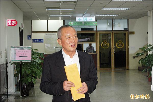 一審被依圖利罪判九年,高院法院今傳苗栗縣長徐耀昌出庭,他重申無不法。(記者楊國文攝)