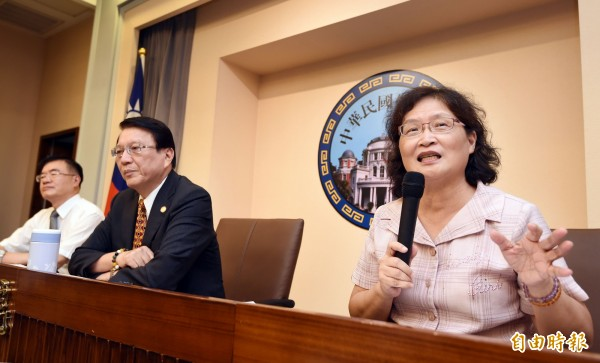 監察院日前通過彈劾台南市長賴清德,監委仉桂美(右起)、李月德、包宗和舉行記者會說明。(資料照,記者方賓照攝)