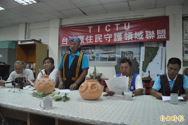 台灣原住民守護領域聯盟上午肯定蔡英文的原住民政策。(記者黃明堂攝)