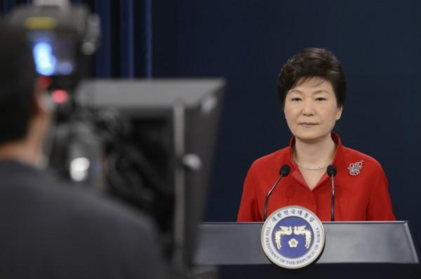 解決青年失業問題,南韓總統朴槿惠昨日公開呼籲,要資深員工逐步減薪,增加年輕人就業機會。(美聯社)