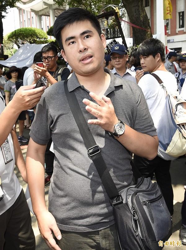 王炳忠(圖)因課綱議題,與親民黨副秘書長劉文雄槓上。(資料照 記者陳志曲攝)