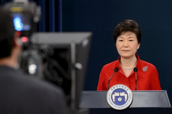 南韓總統朴槿惠日前向全國企業呼籲,應將老員工逐年減薪轉向雇用年輕人。(路透社)