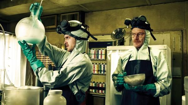 熱門美國影集《絕命毒師》中的橋段用硫酸溶屍,也因為劇中強調硫酸會腐蝕金屬,所以男學生也效仿劇中,買來塑膠箱來溶屍。(圖取自網路)