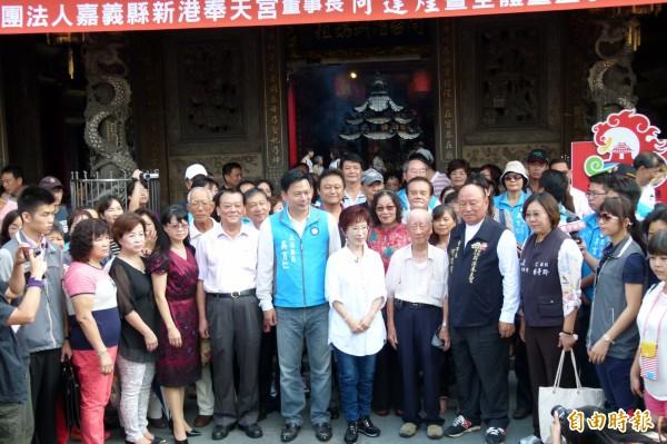 國民黨總統參選人洪秀柱到新港奉天宮參拜。(資料照,記者蔡宗勳攝)