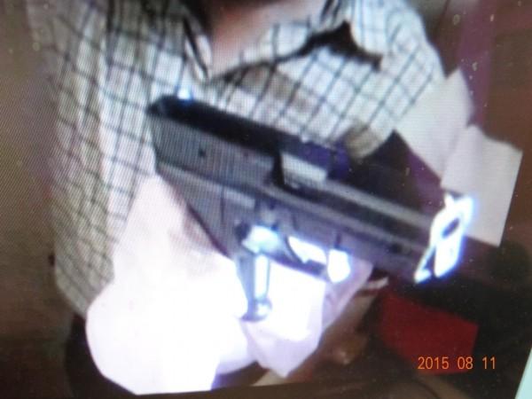 警方在嫌犯家起出改造槍枝。(陳冠備翻攝)