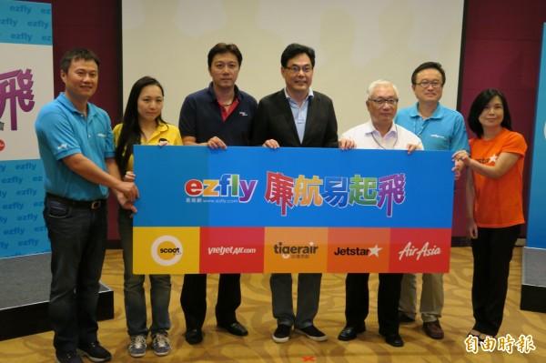 小資族自助旅行正夯,有國內旅行業者看準這波商機,推出廉價航空訂購平台,整合台灣消費者最常使用的廉價航空公司。(記者甘芝萁攝)