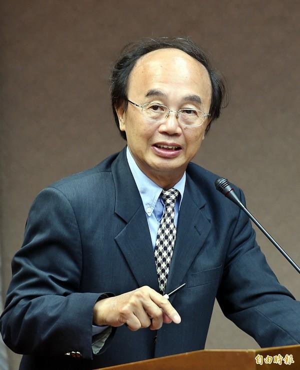 針對李富城的颱風預測,中央氣象局長辛在勤對此罕見動怒,表示:「這種說法是不負責任、危言聳聽」。(資料照,記者方賓照攝)