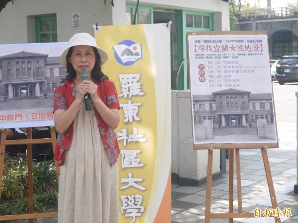 老師張美鳳表示,性別主流化是現在潮流。(記者簡惠茹攝)