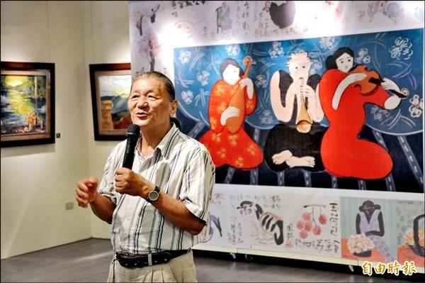 梁奕焚賣畫助罕病,他背後這張三百號油畫,市價七百五十萬元,義賣價一百萬元。(記者黃明堂攝)