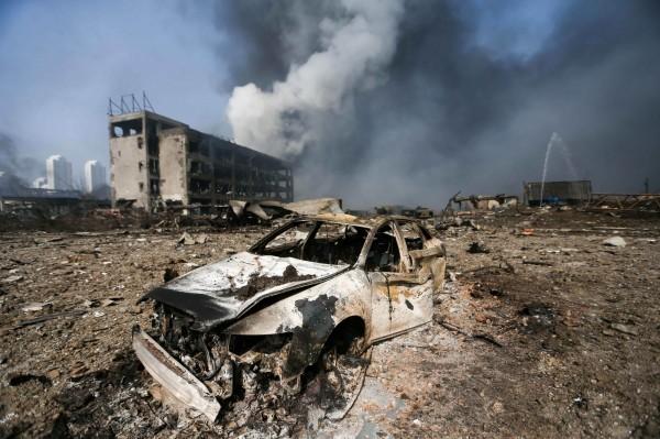 中國天津濱海新區工廠昨(12)日晚間發生爆炸意外,爆炸物主要為硝酸類化學品,且工廠存放的氰化內已洩漏。(法新社)