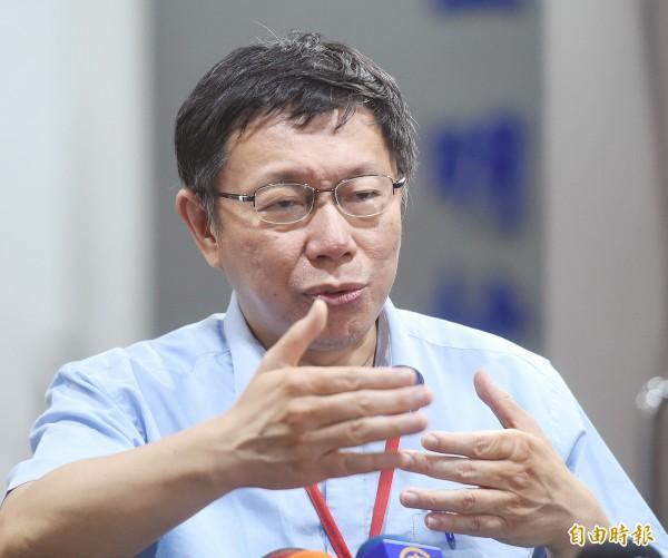 台北地區自來水濁黃,引發各界非議,台北市長柯文哲也遭受批評。(記者方賓照攝)