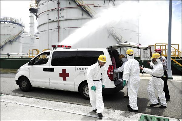 六輕毒災演習,傷患送醫救治過程遭縣府質疑。(記者鄭旭凱翻攝)