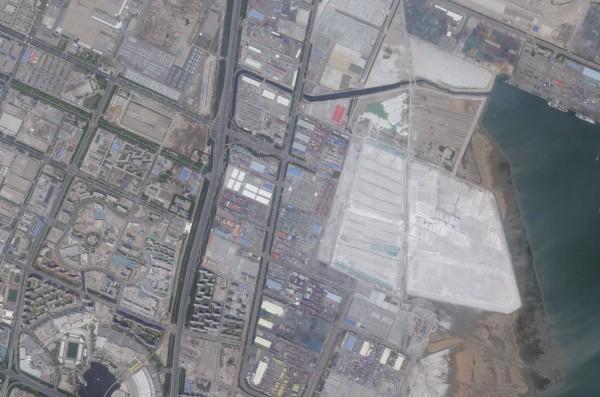 中國天津市濱海新區開發區貨櫃碼頭,12日深夜發生嚴重爆炸事故。圖為爆炸前。(路透)