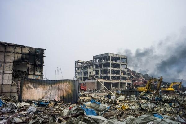 中國天津大爆炸,死傷相當慘重。天津海事局兩年前曾安檢爆炸倉庫所屬業者,報告顯示,該公司當時就曾違規。(法新社)