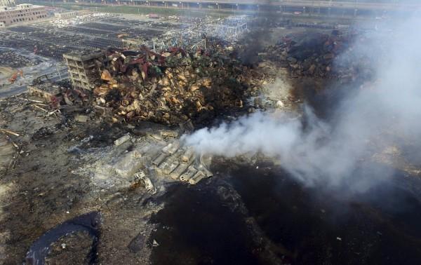 中國天津大爆炸,15日早上天津官員對是否有氰化氫一問三不知,晚上又證實確實有。(路透)
